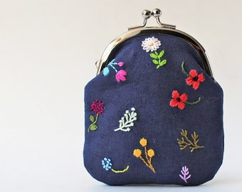 Coin purse change purse business card holder embroidered flowers on navy blue linen red pink hand-embroidery kiss lock coin purse floral