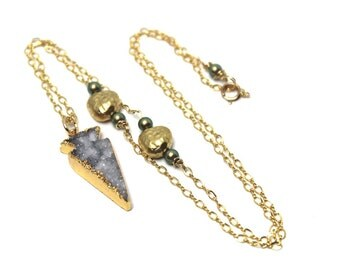 Druzy Arrow Necklace Natural Quartz Gold Leafed Iridescent Green Swarovski Pearls Drusy Agate Nature Gemstone Black Gray 14K Sugar Nuggets