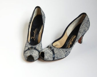 sale vintage 40s Peeptoe Pumps / Navy Blue Off White tweed fabric High Heel Shoes / Buckle detail / 1940s pumps / narrow sz 6 6.5  7