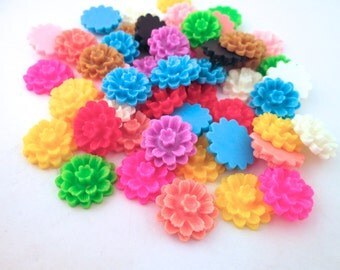 10 multicolor 18mm mum cabochons, cute flower cabs