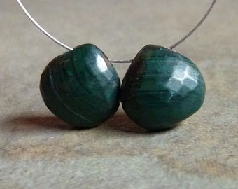 AAA - Hunter Green MALACHITE Faceted Heart Briolette Beads 9mm - Pair