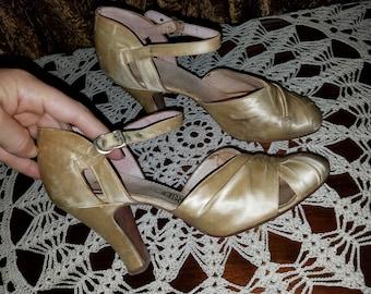 20% OFF Antique 1920's Ivory Silk Satin Pumps Heels Wedding Shoes, 5 AA Narrow