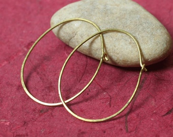 Handmade hammered oval (egg shape) solid brass hoop 42x32mm, one pair (item ID LEBEGG18GS)