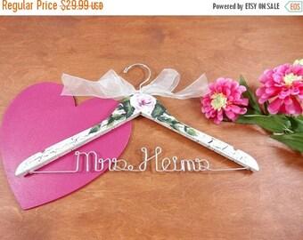 20% OFF SALE Wedding Wire Hangers Custom Wedding Photo Props