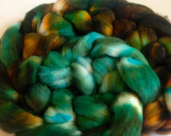 Hand Dyed super wash 18.5 micron merino wool roving for spinning 3.6ozs