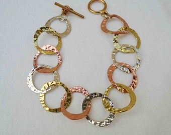 Vintage Nineties Bracelet with Interlocking Circles of Brass, Alpaca, and Copper / Mixed Metals  Retro Jewelry
