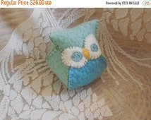 end of summer SALE felt owl / stuffed animal / bean bag / hand stitched felt owl / hand embroidered / stuffed with cherry pits