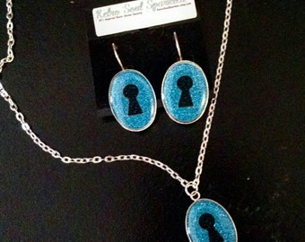 18 × 24mm Keyhole Resin Necklace and Earring set Sapphire Blue