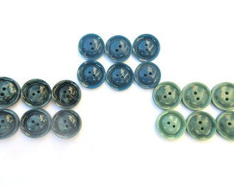 18 Antique vintage buttons in 3 colors, simple beautiful buttons 17mm