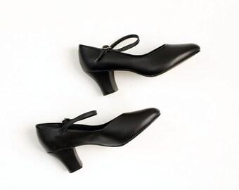 90s Vintage Black Leather Round Toe Mary Jane Pumps / Size US 7
