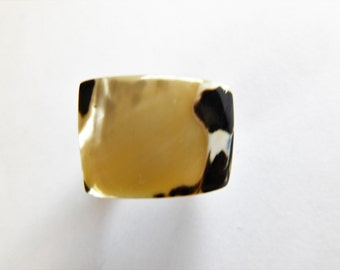 Vintage Jewelry Shell Ring Mother of Pearl Carved Shell Unique and Unusual 7.5