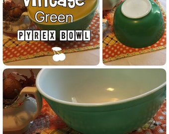 Kitschy Vintage Pyrex Bowl - 403 Green - 2.5 Quart - A Beauty !