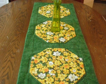 Quilted Table Runner - Daffodils- Table decor