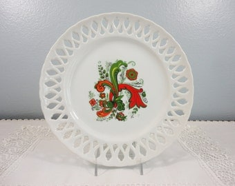 "Vintage Berggren Trayner Scandinavian Plate - Rosemaling in Green Red - 9"" Reticulated Edge"