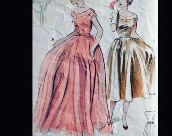 Vintage 50s Full Skirt Sabrina Bateau Neckline Button Front Ball Evening Formal Gown Sewing Pattern 6298 B32