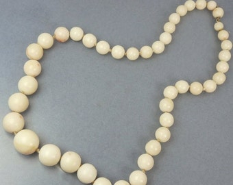 Vintage Angel Skin Coral Graduated Bead Necklace 14K Gold Clasp