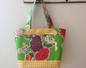 Beth's Medium Green Mum Oilcloth Tote Bag with Exterior Pockets