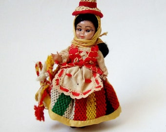Kitsch Souvenir Costume Doll - Sweet Little Vintage Doll from Tenerife with Straw Hat