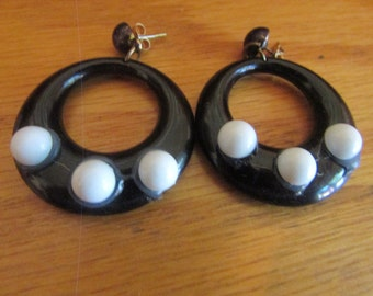 black and white dangle earrings posts