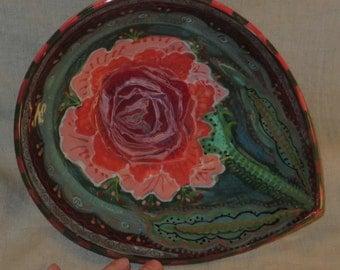 Rose motif teardrop serving bowl