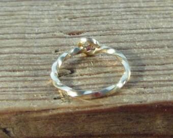 Hoop Earring Gold Twist SINGLE - Tragus Jewelry, Daith Jewelry, Rook Jewelry, Ear Jewelry, Helix Jewelry, Cartilage Jewelry, Twist Hoop