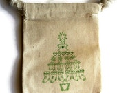 6 Muslin Bags, Christmas Tree Stamped in Green, gift Bags, Packaging, 3x4 Inches, Hand Stamped, Party Favor Bags