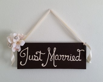 Rustic Just Married Sign/ Wedding Decor/ Rustic Cottage Chic Wood Wedding Sign