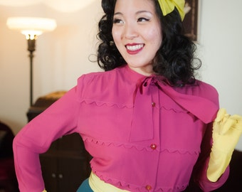 Vintage 1940s Blouse - Fuchsia Pink Rayon Button Front 40s Top with Scalloped Trim and Kitten Bow