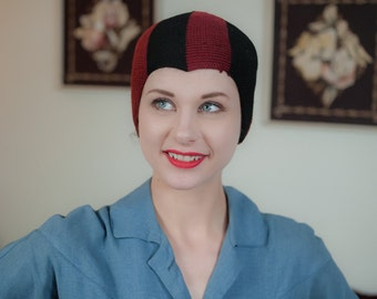 Vintage 1920s Hat - Rare Knit Two Tone Burgundy and Black Wool Knit Cloche With Widows Peak Varsity