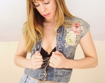 30% off ... Floral Patch Embellished Jewel Stud Acid Wash Denim Tight Fit Crop Top Shirt - Vintage 90s - XXS XS