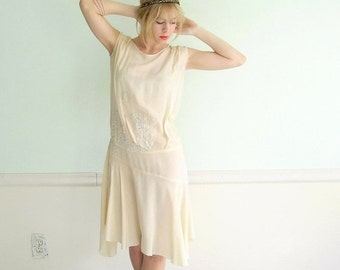 30% off ... Frosted Cream Vintage 20s 30s Creamy Ivory Silk Crepe Flapper Dress XS S