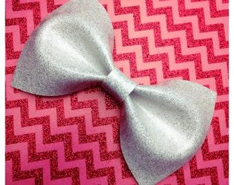 White Glitter Vinyl Hair Bow Large Rockabilly Bow Pin Up Bow Wedding Hair Clip Glitter Bow vinyl bow Rockabilly Wedding Sparkle Vinyl Bridal
