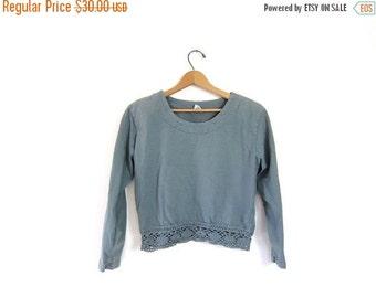 Vintage cropped shirt. 90s crochet cotton top. soft blue gray long sleeve shirt. preppy boho chic. womens medium