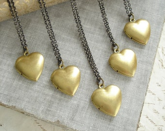 Bridesmaid Necklace Set. Bridesmaid Gift Set of 5 Heart Locket Necklaces. Vintage Brass Locket Necklace. Layering Necklace. Simple Gift.