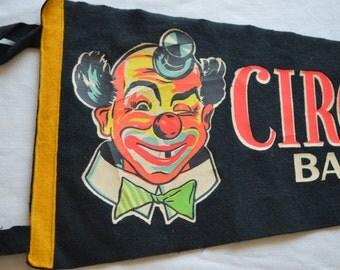 Vintage CIRCUS WORLD MUSEUM felt pennant souvenir Baraboo Wisconsin