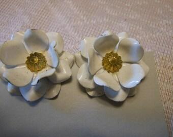 Vintage  Enamel Flower  Clip on Earrings