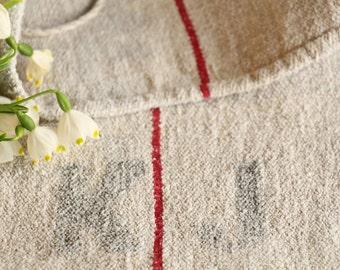 B 89: grainsack, Antique linen, deep RED; pillow cushion;  upholstering; bathmath, tabelerunner, christmas, thanksgiving