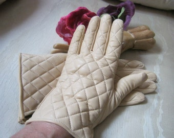 Vintage light camel quilted leather gloves, woman's sporty cashmere lined light cream quilted gloves, cold weather quilted leather M gloves