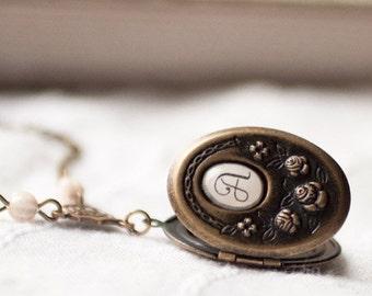 Personalized locket necklace - Initial locket - Monogram locket - Bridesmaid locket - Oval locket - Botanical jewelry - Flower locket