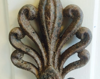 Antique Cast Iron Architectural Salvage Decorative Accent Ornamental Piece