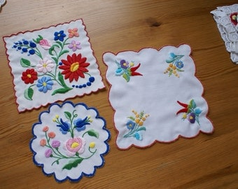 """Wonderful hungarian embroidery """"Kalocsai"""" for your home! 3 pieces"""
