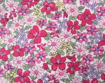2671B -- Small Flowers Fabric in Pink and Red, Floral Cotton Fabric