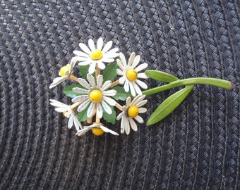 Vintage Enamel Metal Daisy Flower Brooch