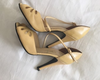 French vintage new - deadstock 1980s does 1950s iridescent pastel pale yellow heels shoes with butterfly cut-outs - EU 39 / UK 6 / US 8