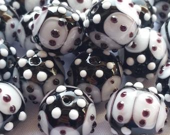 Lot of 20 Murano glass beads Black & White
