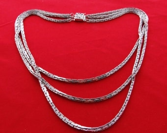 "Vintage 3 strand  silver tone 16"" necklace in great condition"