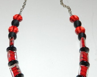 Elegant Red and Black Glass Fabric Necklace