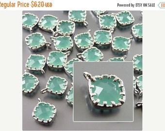 15% OFF 4 Small mint green diamond shape glass pendants / turquoise beads P5061R-Mi