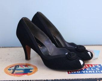 1950s leather heels / 50s black peep toe pumps / Valley heels