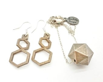 icosahedron: 3d printed jewelry // geometric faceted statement necklace // gold plated brass